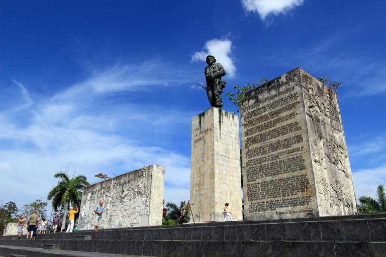 Che-Guevara-Mausoleum-in-Santa-Clara
