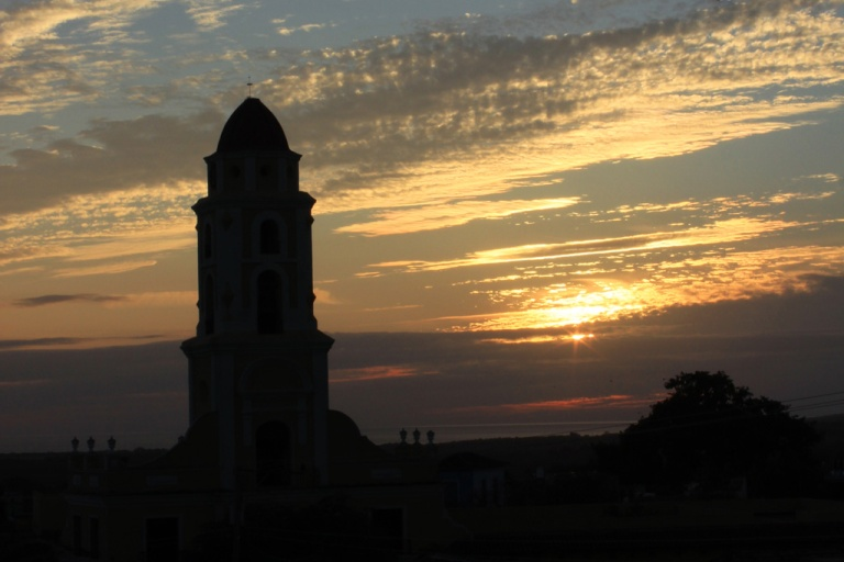 San-Francisco-Church-at-sunset-seen-from-Paladar-El-Criollo,-Trinidad,-Cuba