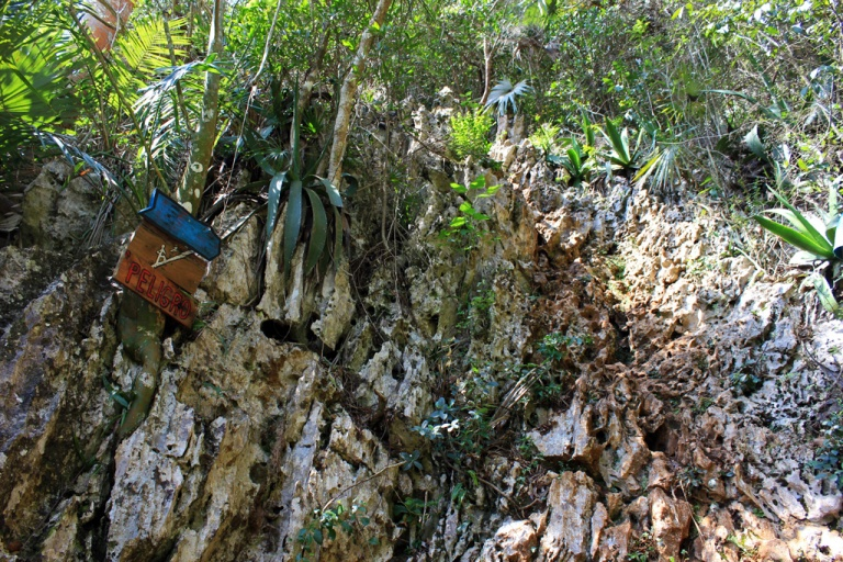 Climbing-up-to-the-viewpoint-above-the-Mural-de-la-Prehistoria,-Vinales,-Cuba.jpg
